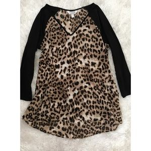 Oversized Leopard V-Neck Hi-Low Raglan Sleeve Top